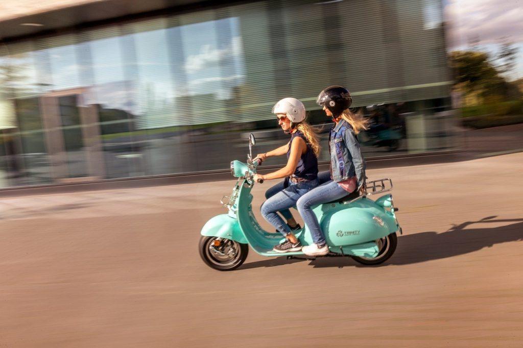 scooter électrique en action